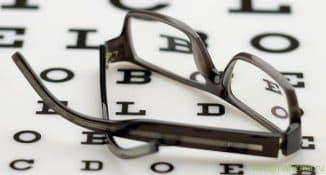 регулируемые очки для коррекции близорукости и дальнозоркости, очки для близорукости, как подобрать очки для зрения при близорукости, подбор очков при близорукости, что лучше линзы или очки при близорукости, лечение близорукости плюсовыми очками,