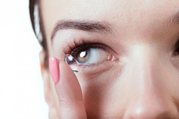Дискомфорт при ношении контактных линз: со скольки лет можно носить, капли, с какого возраста