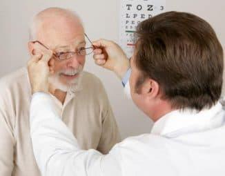 Лечение катаракты у пожилых людей: симптомы и профилактика, народными средствами, без операции, отзывы вылечившихся, лекарственными средствами