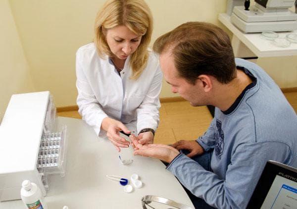 Офтальмолог: подбор контактных линз, оптика, жесткие, по параметрам, мягких, торические, проверка зрения, цветных, таблица