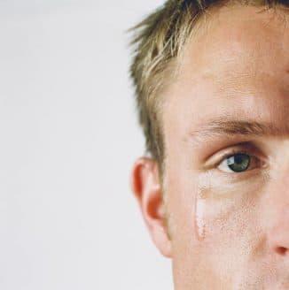 слезотечение как симптом эрозии роговицы