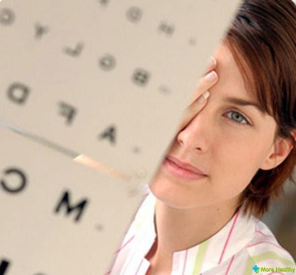 Проверка зрения у окулиста посредством таблиц
