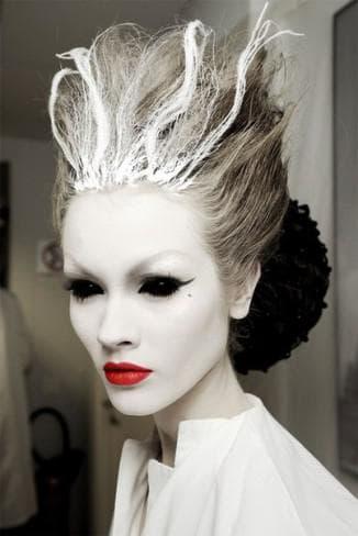 макияж с использованием черных линз