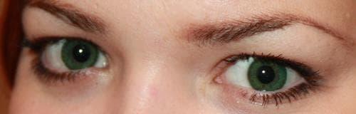 Зеленый цвет глаз отлично гармонирует с рыжим цветом волос