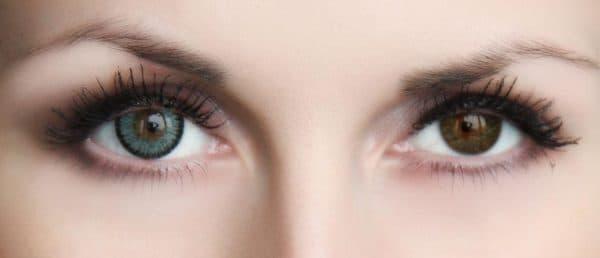 зеленые линзы на карих глазах