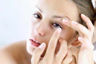 Как правильно закапывать глазные капли взрослым и детям, если слезятся при травме или лопнул сосуд, самому себе
