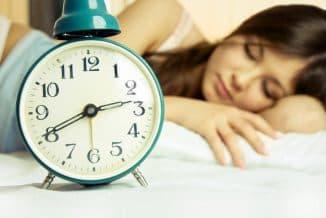 соблюдать нормальный режим сна